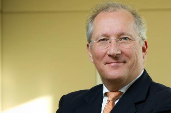 Nominations au Conseil des Ministres français et chez GE Power Conversion et colloque de l'UFE