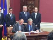 P Poupon signe laccord pour les deux Poles mer francais