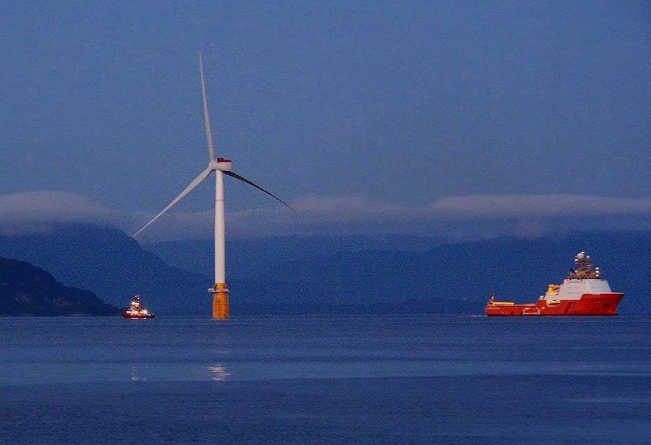 La 5è éolienne flottante est arrivée au premier parc flottant Statoil/Masdar