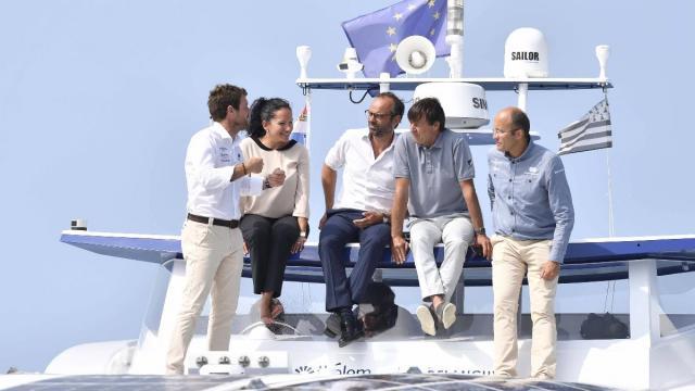Energy Observer : Deux ministres pour un bateau