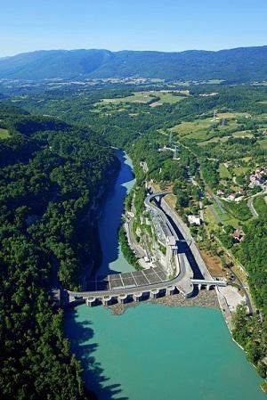 Hydrolien fluvial : HydroQuest, CNR, CMN et l'ADEME signent leur engagement pour la ferme pilote dans le Rhône