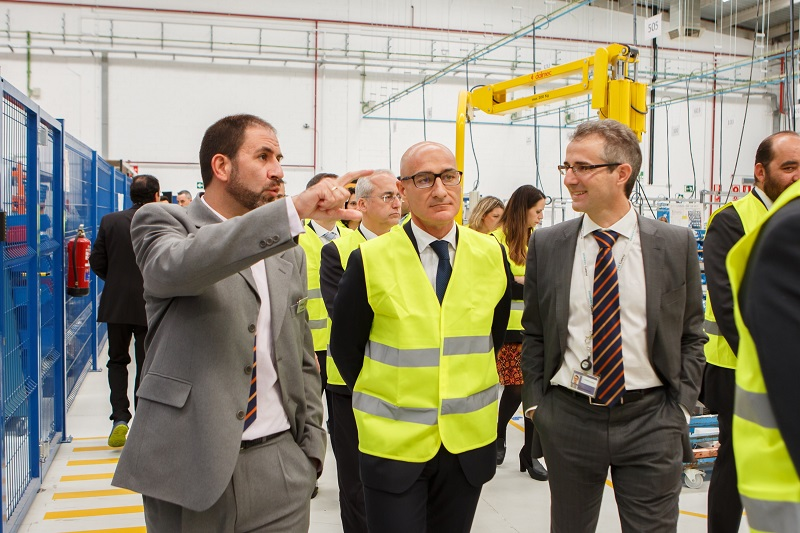 EDM 2205018 From left to right Javier Vicente San Fernando centre Director Enrique Pedrosa Onshore CEO in Southern Europe and Africa and Juan Barandiaran CEO of Gamesa Electric