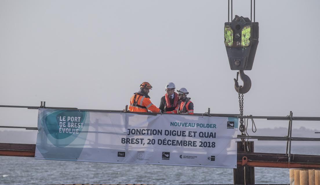 Polder du Port de Brest : La jonction entre la digue et le quai EMR est faite