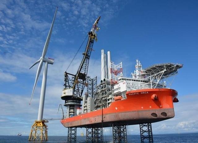 Des navires pour l'éolien offshore toujours plus profond et plus grand