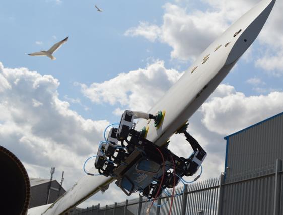 Réparation de parcs éoliens en mer : Navires autonomes, drones et robots rampants