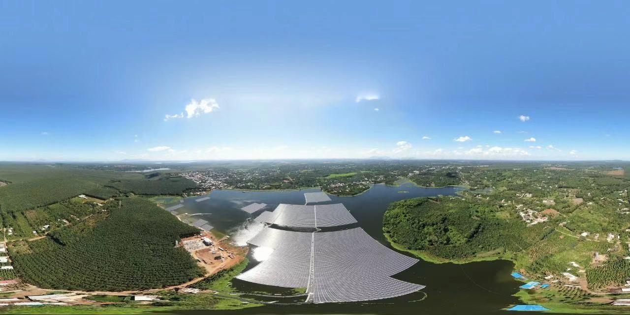 Une production de PV flottant a débuté sur les lacs de la commune de Quang Thanh