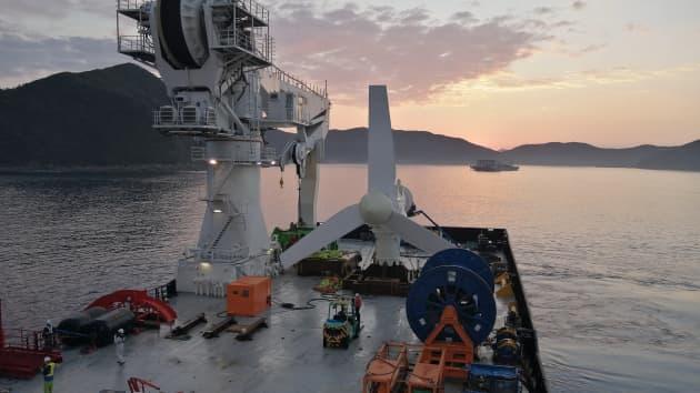 SIMEC – Bombora : La turbine AR500 installée et développement d'une éolienne flottante/houlomotrice