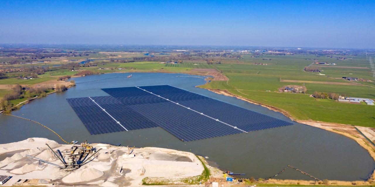 BayWa r. e estime que son parc solaire flottant de Bomhofsplas n'a pas d'impact environnemental